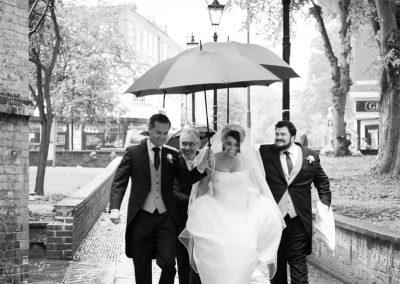 bride-arrives-church-wedding-in-rain