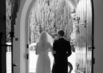 newlyweds-in-church-doorway