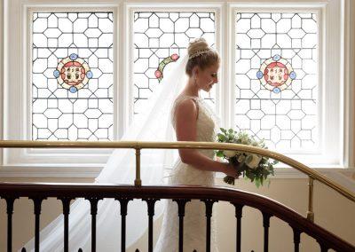 sillhoette-bride-stairway