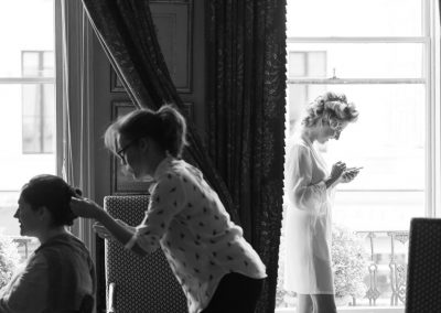 sillhouette-bride-getting-ready