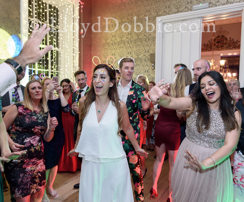 guests dancing at a nonsuch mansion wedding