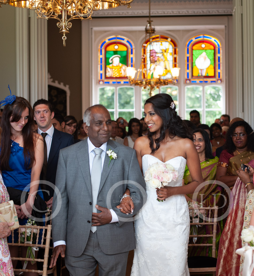 bride and father arrive at wedding ceremony at nonsuch mansion